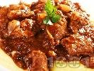 Рецепта Вкусен и лесен винен кебап със свинско месо и праз лук и гарнитура от картофено пюре
